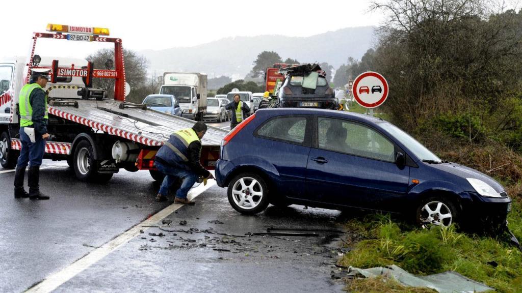 Cinco feridos em acidente com autocarro em Viana do Castelo