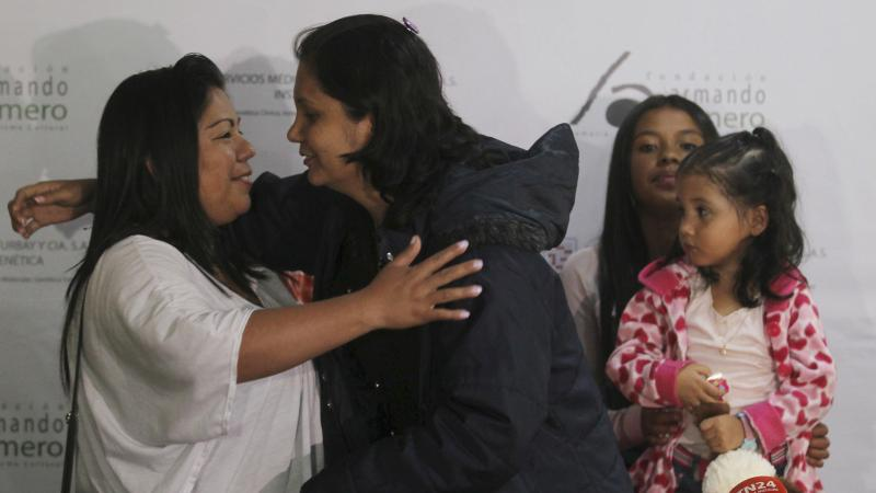 Irmãs colombianas reencontram-se passados 30 anos
