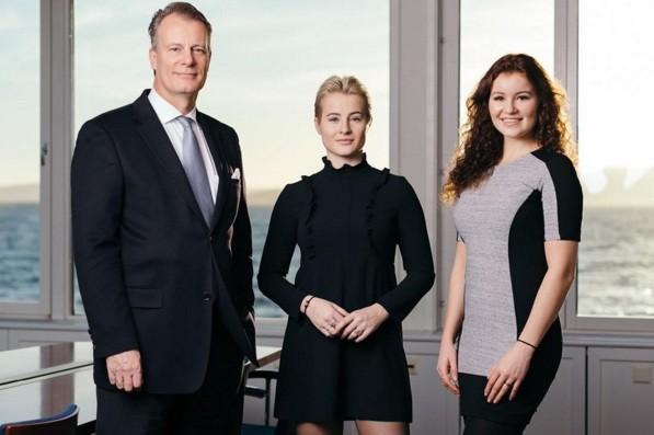 Katharina (ao centro) e Alexandra (à direita) Andresen