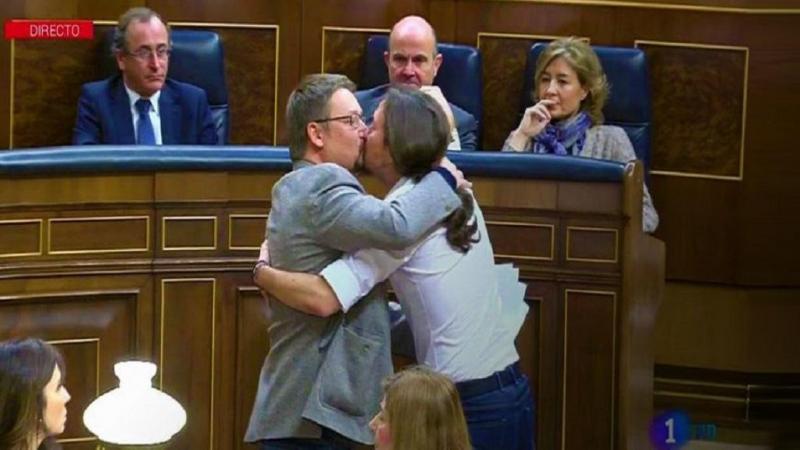 Pablo Iglesias beijo