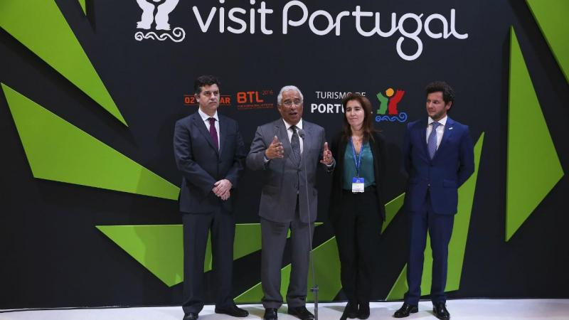 António Costa (2-E), Manuel Caldeira Cabral (E), Ana Mendes Godinho e Luis Araújo (D)