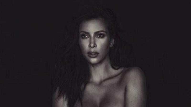 Kim Kardashian responde a críticas com outra foto nua