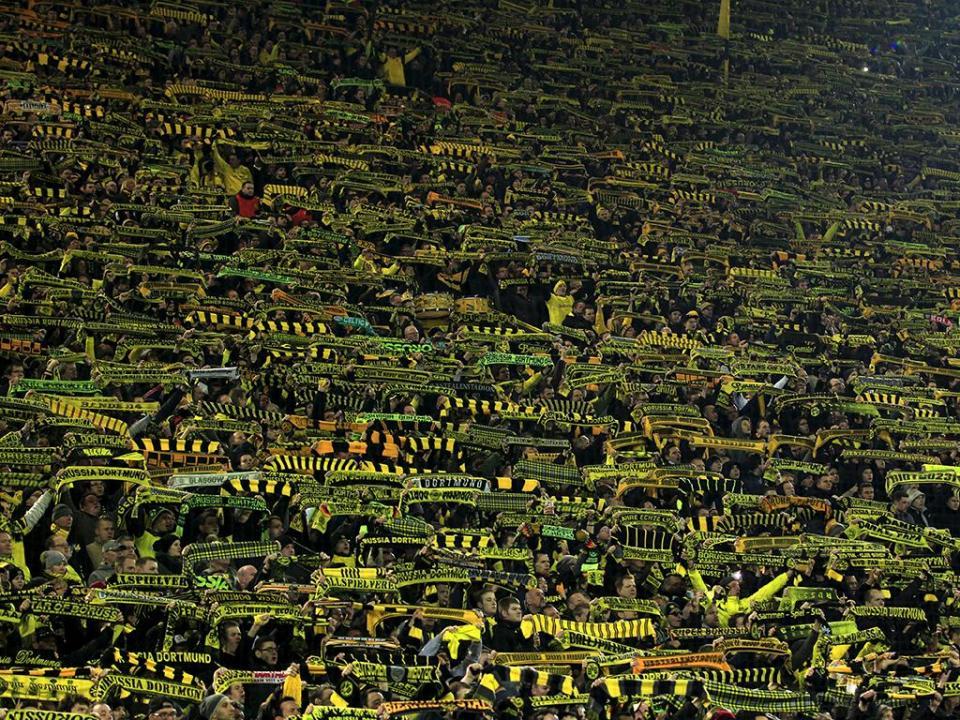 UEFA distingue adeptos do Dortmund por «exemplo» no combate ao racismo