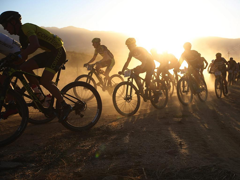 O sul-africano Cape Epic: o «Tour» do BTT (EPA)
