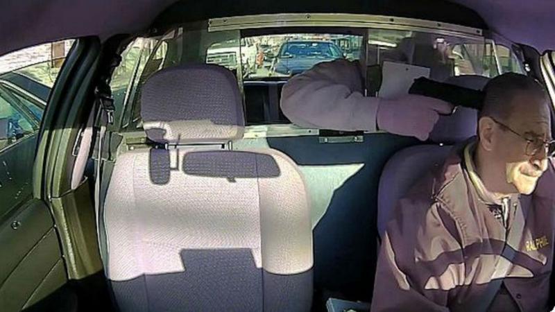 Tentou assaltar taxista sem reparar que polícia estava a ver