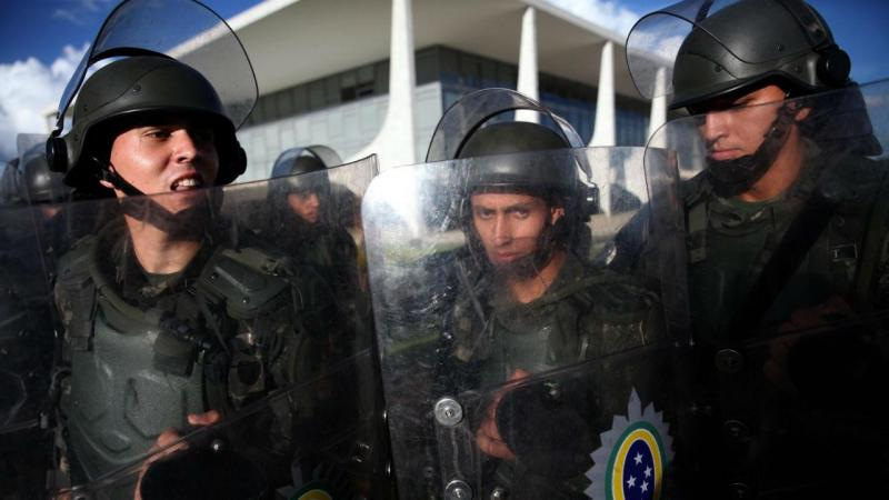 Manifestantes anti-Dilma tentaram entrar no Palácio do Planalto
