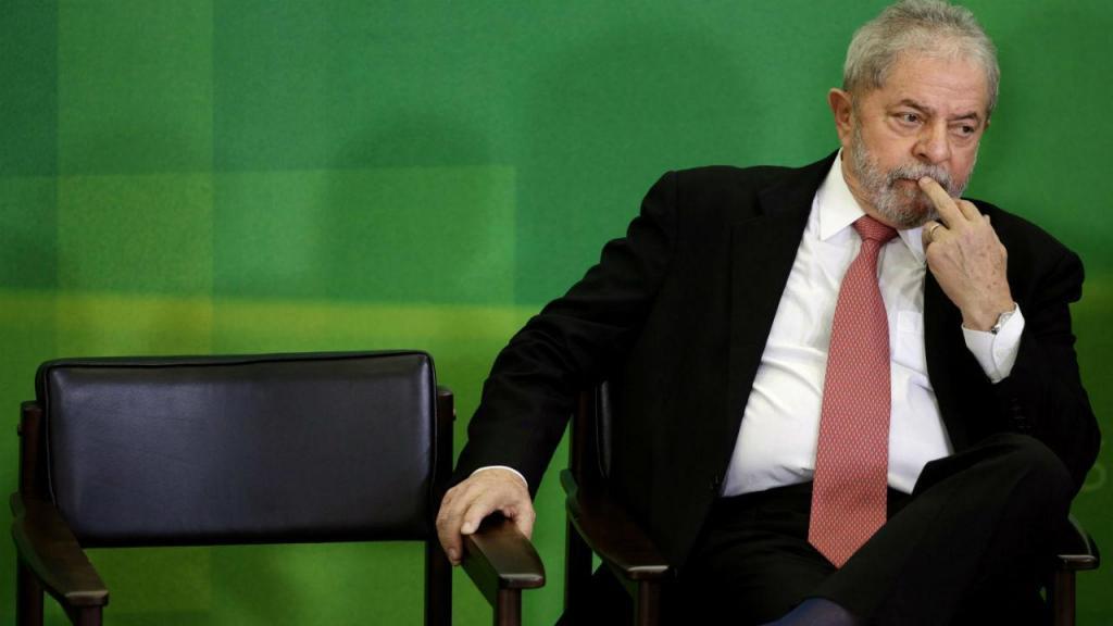 Protestos prosseguem nas ruas, após suspensão da posse de Lula