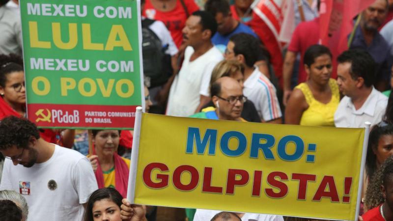 Apoiantes de Lula e Dilma nas ruas do Brasil