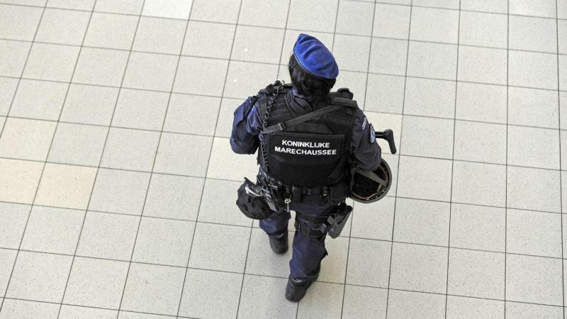 Reforço da segurança em Amsterdão, nomeadamente junto ao aeroporto de Schipol, depois dos atentados no aeroporto e metro de Bruxelas (EPA)