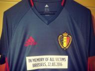 Camisola de homenagem às vítimas dos atentados de Bruxelas