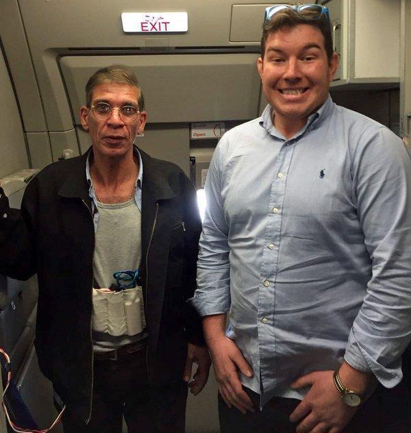 Britânico posa ao lado de sequestrador de avião egípcio