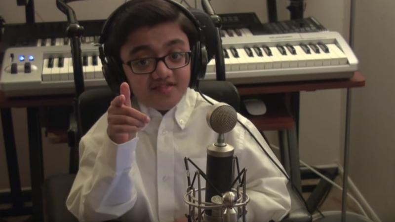 Rapaz canta Eminem e torna-se viral