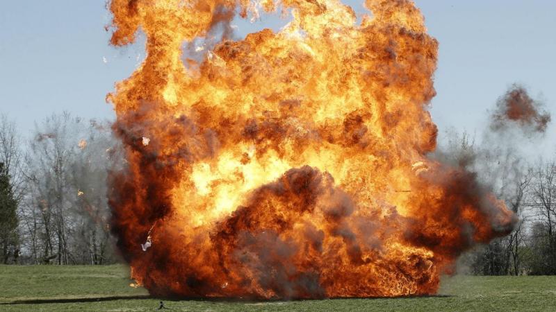 Efeito de uma explosão controlada realizada pelo FBI