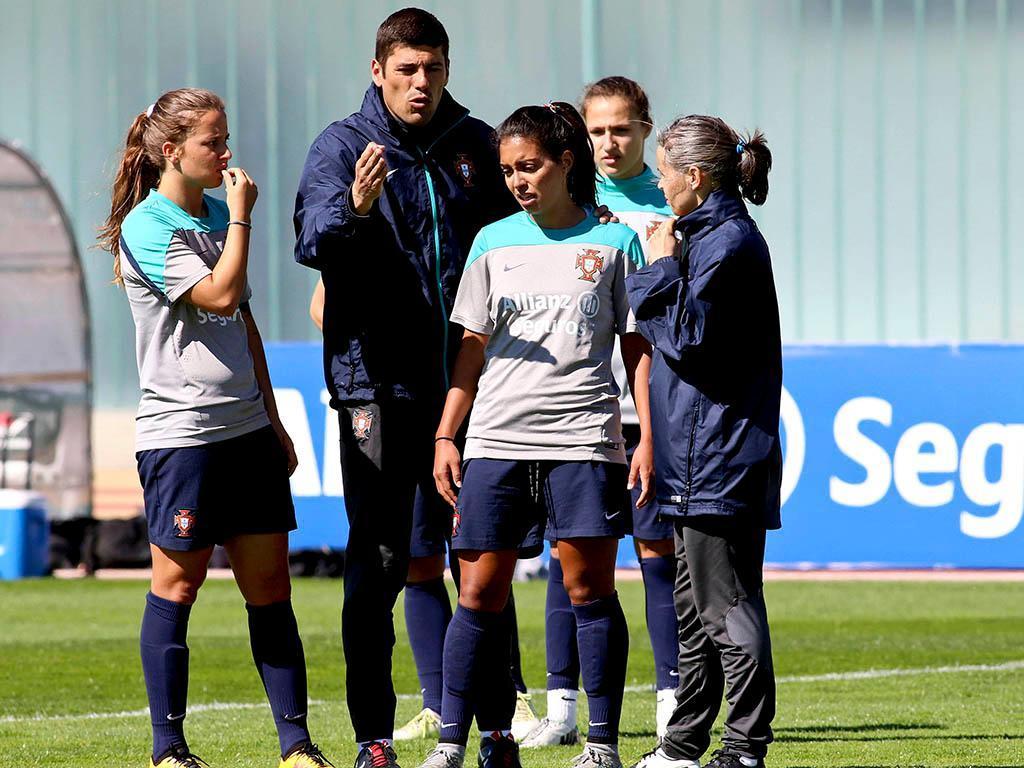 Treino da seleção feminina de futebol (Lusa)