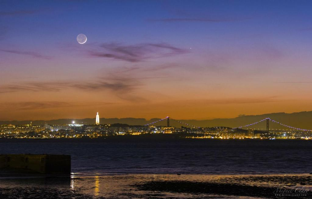 Lua e Mercúrio sobre a ponte 25 de Abril