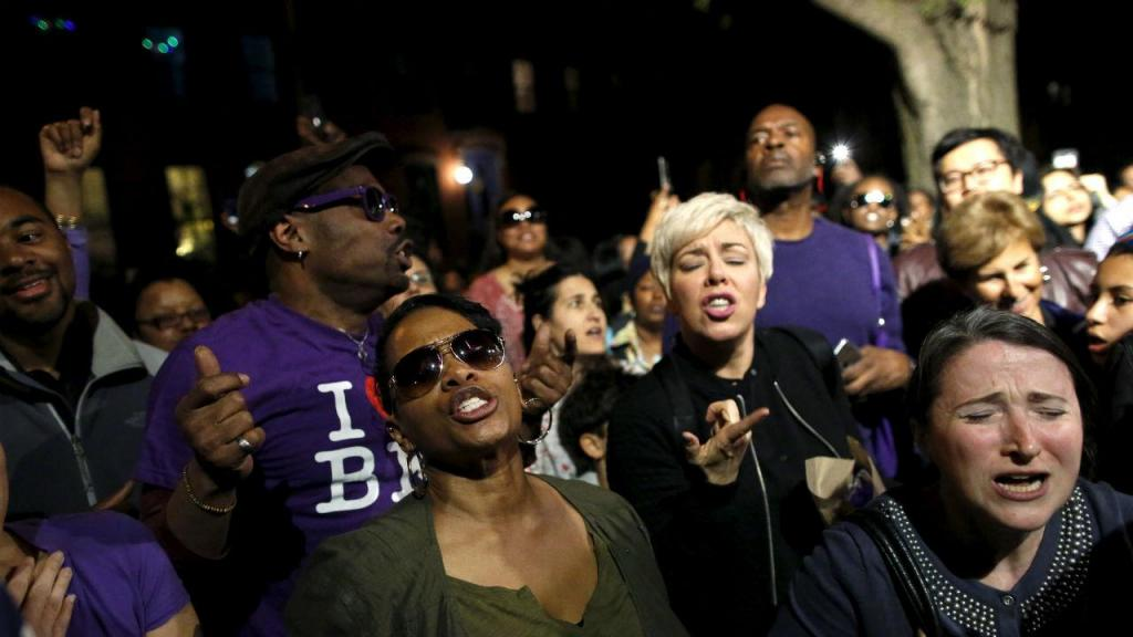 Fãs despedem-se de Prince numa festa organizada por Spike Lee