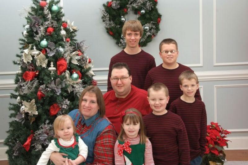 Toby e Jennifer Norsworthy com os seis filhos