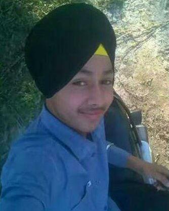 Jovem indiano morre ao tirar selfie com arma