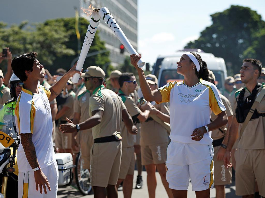 Chama Olímpica chega ao Brasil (Reuters)
