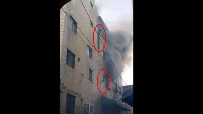 Mãe atira filhos da janela para se salvarem de um incêndio