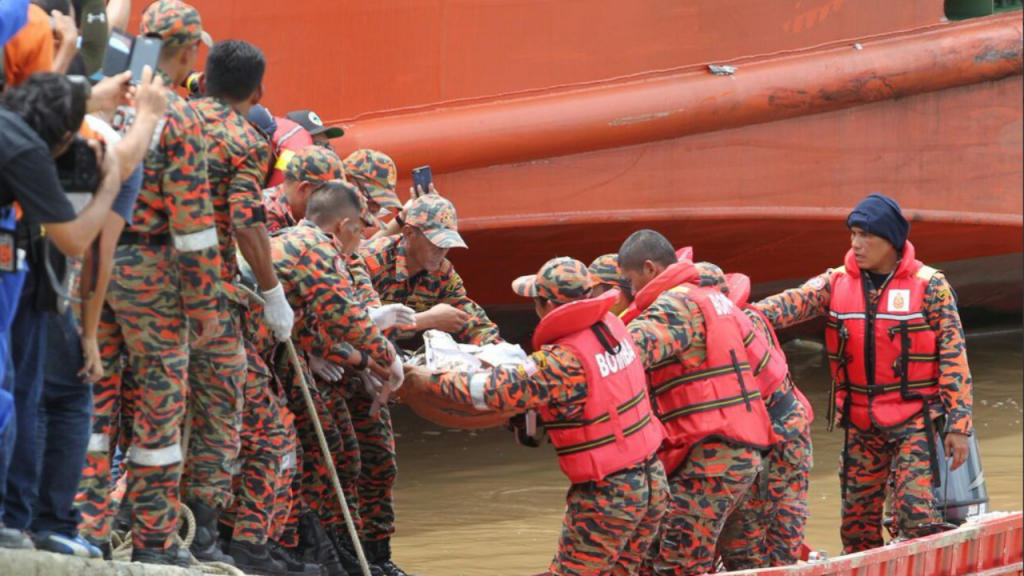 Helicópetro cai na Malásia com vice-ministra a bordo