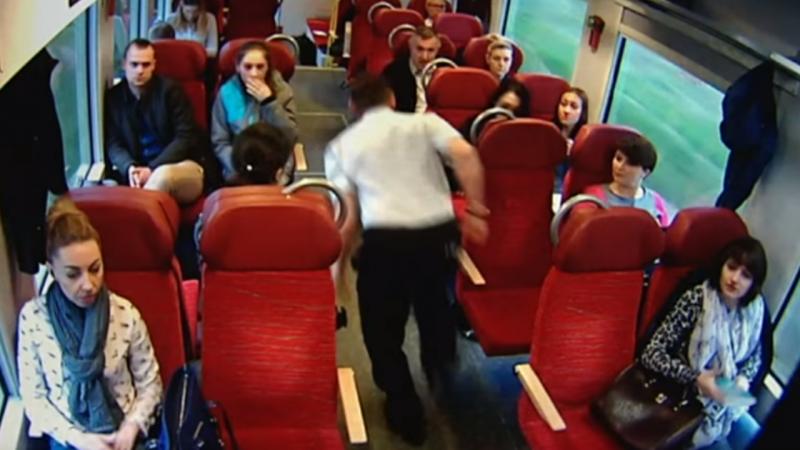Maquinista avisa passageiros de choque iminente do comboio