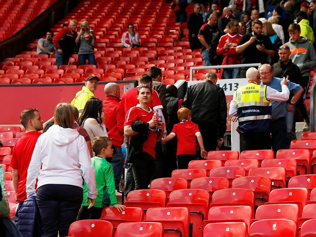 Old Trafford evacuado e ManUtd-Bournemouth adiado