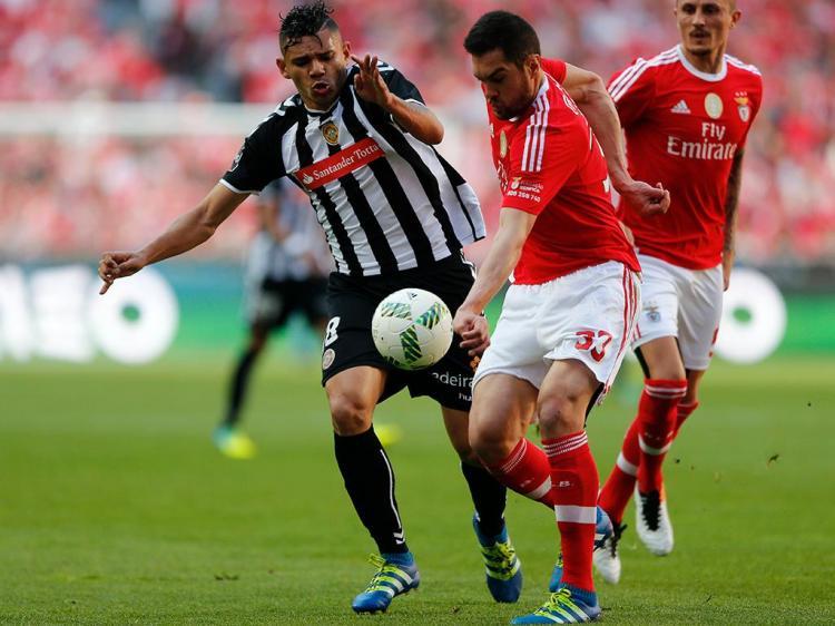 Benfica goleia Nacional no jogo do título
