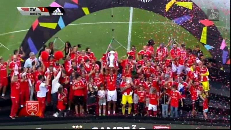 Benfica: Luisão levantou a taça entregue por Luís Filipe Vieira