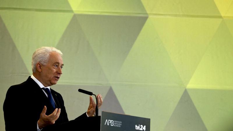 """Carlos Costa na conferência """"O Presente e o Futuro do Setor Bancário"""" [Foto: Tiago Petinga/Lusa]"""
