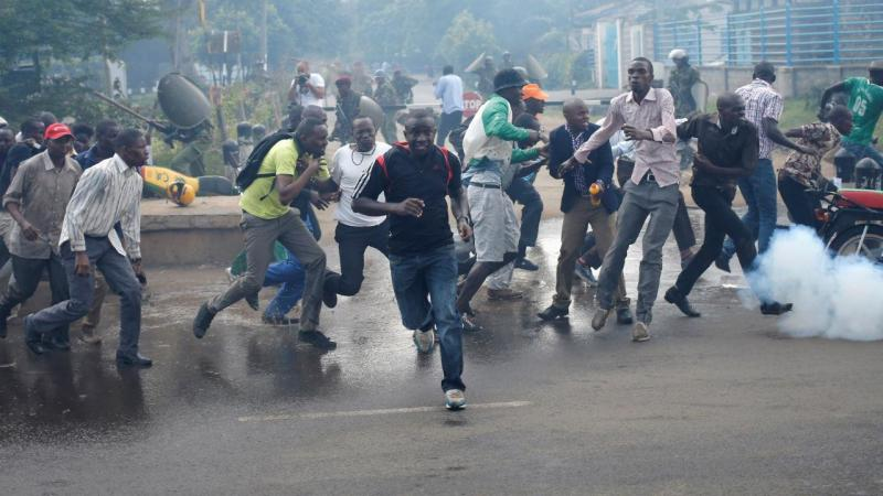 A polícia queniana usou bastões, gás e canhões de água para dispersar os manifestantes