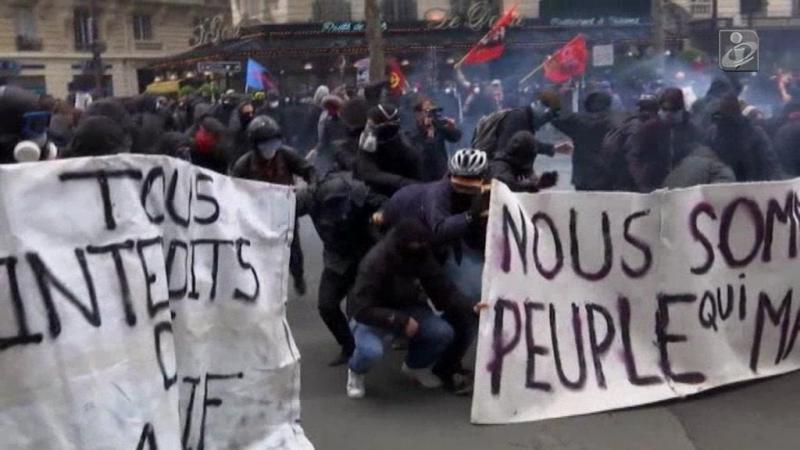 Franceses contestam violentamente a nova lei laboral
