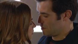 Vem aí: Alexandre e Gabriela beijam-se