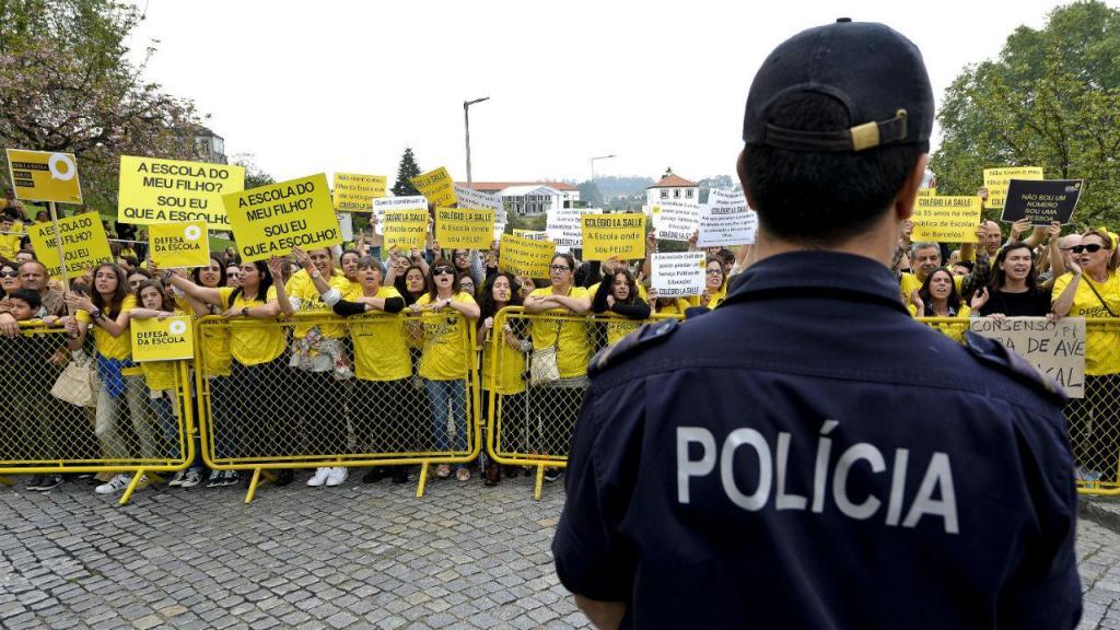 Manifestação de colégios com contrato de associação