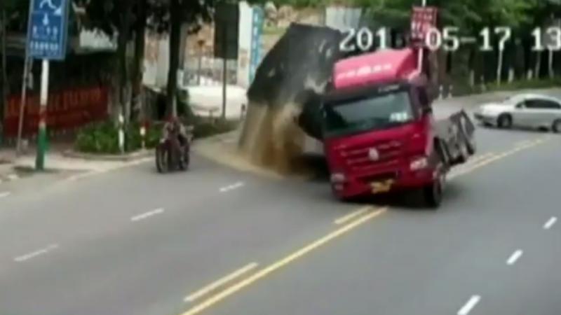 Motociclista escapa à morte por pouco