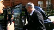«Nada, nada», respondeu Mourinho à saída de casa