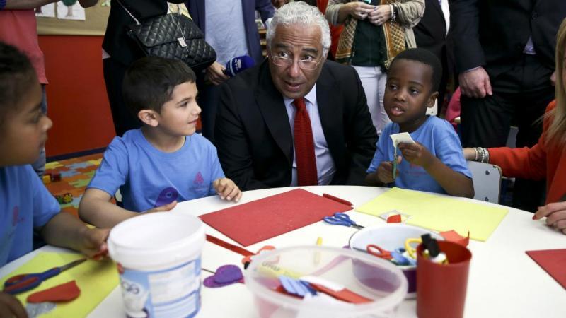 António Costa em visita a escola