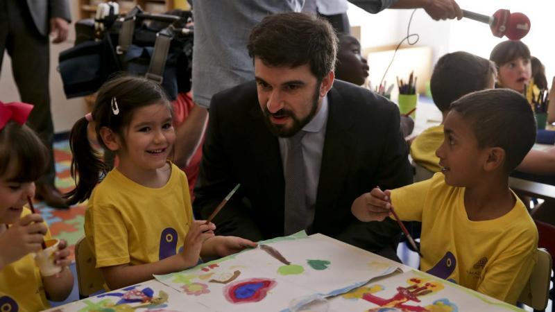 Tiago Brandão Rodrigues em visita a escola