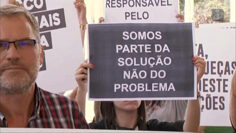 Manifestação de colégios privados à porta do congresso socialista