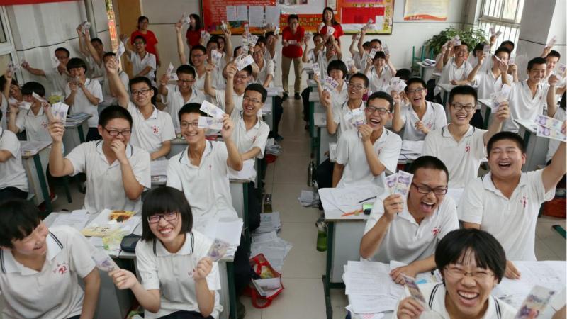Alunos preparam-se para o 'Gaokao' chinês