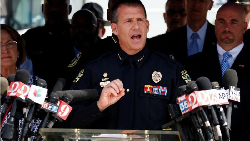 O chefe da Polícia de Orlando fala em conferência de imprensa