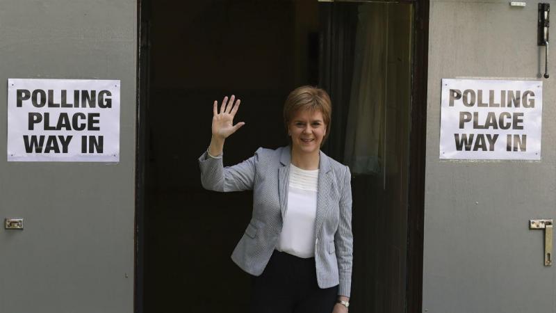 A primeira-ministra da Escócia, Nicola Sturgeon, depois de ter votado no referendo britânico [Foto: Reuters]