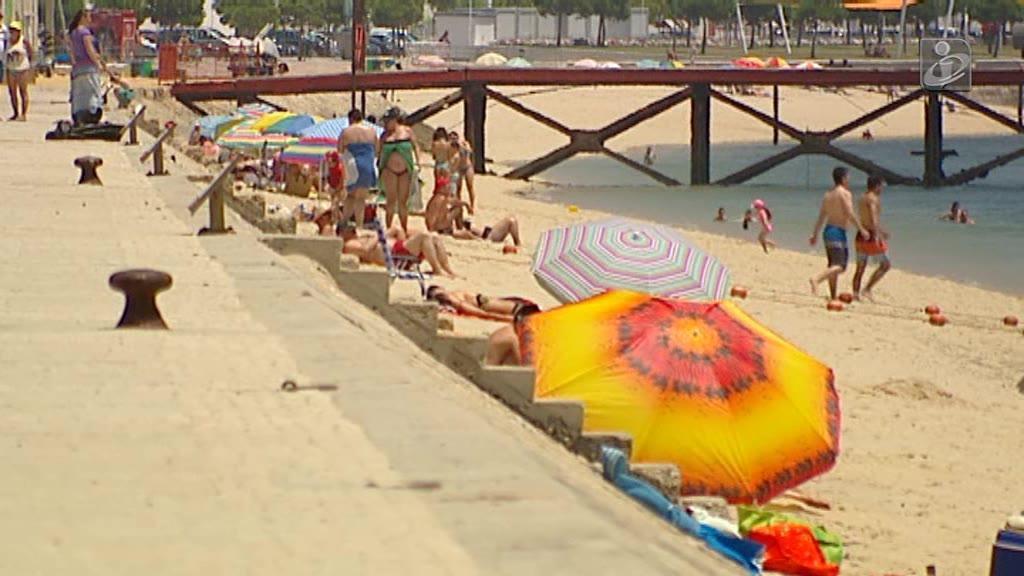 Criança quase morre afogada em dia de praia com a escola