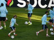 Treino da Croácia no palco do jogo com Portugal (EPA/Shawn Thew)