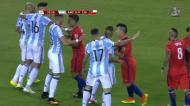 Mascherano e Vidal «picam-se» e levam um amarelo cada