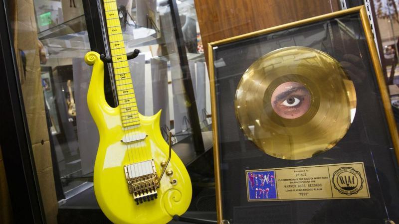 A guitarra amarela de Prince