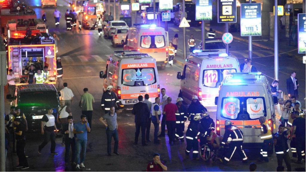 Duas explosões no aeroporto de Istambul