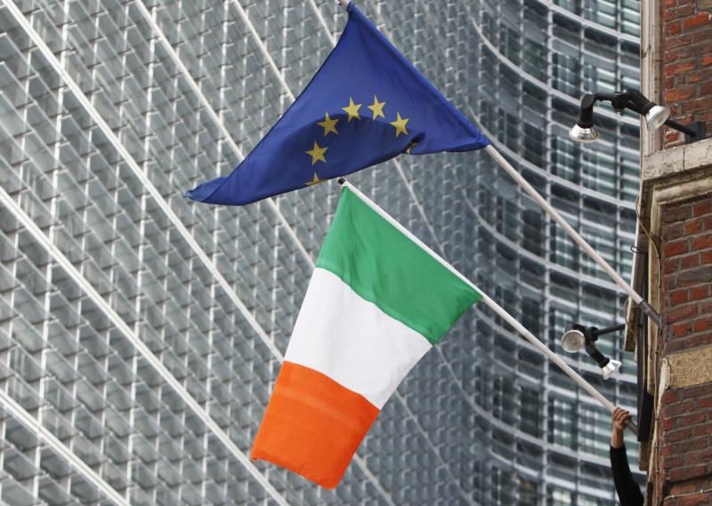 Bandeiras da Irlanda e da União Europeia