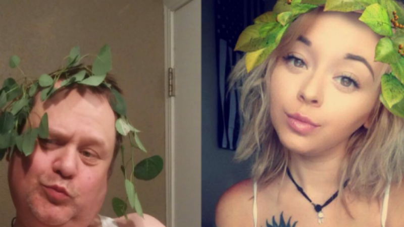 Pai recria selfies de filha