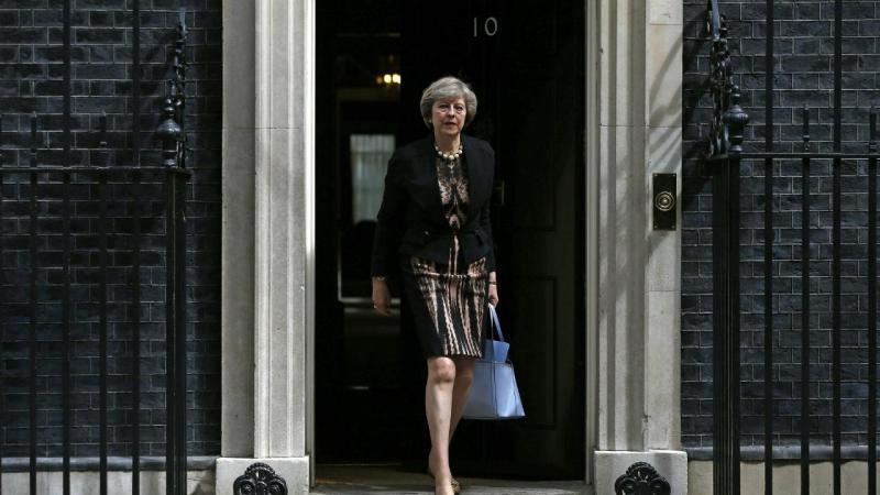 Theresa May, candidata do Partido Conservador, sai da residência oficial do primeiro-ministro